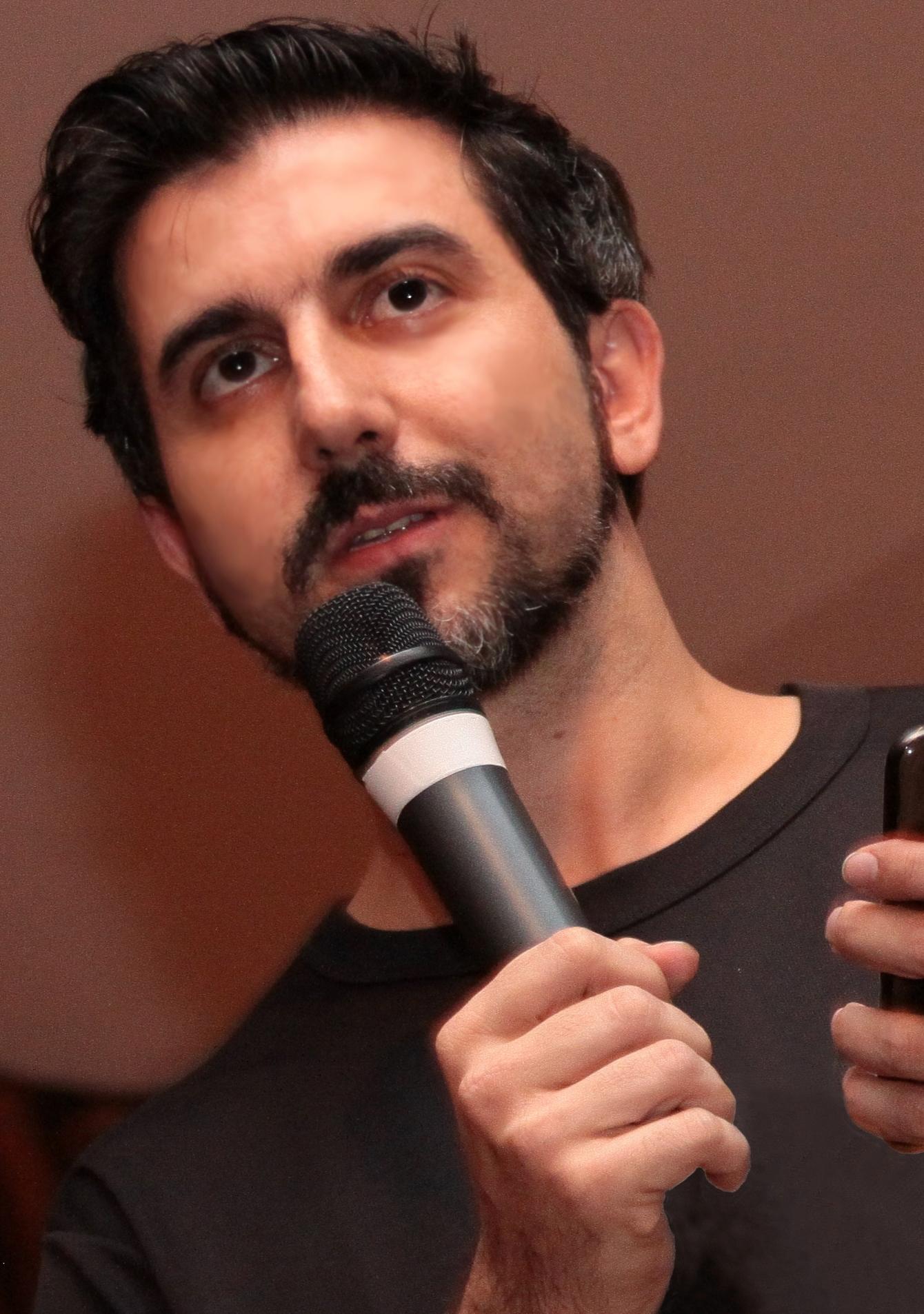 Rodrigo_OK! com celular CORTE